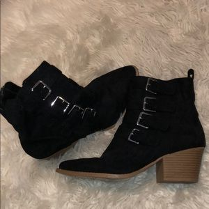 Euc forever 21 booties with buckle accent